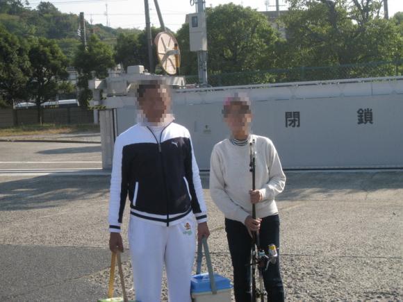新日本工機敷地の門前