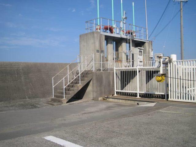多奈川と深日港の境目の水門