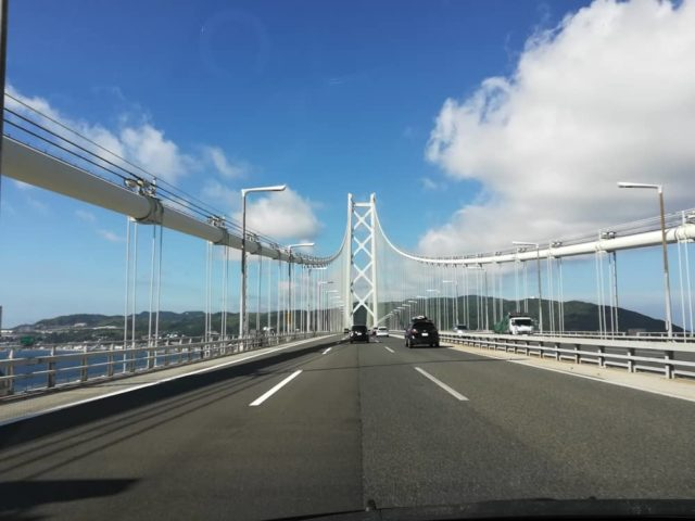 快晴の明石海峡大橋