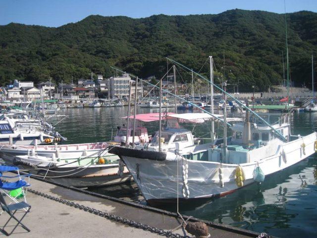 小島漁港内の船舶係留場所