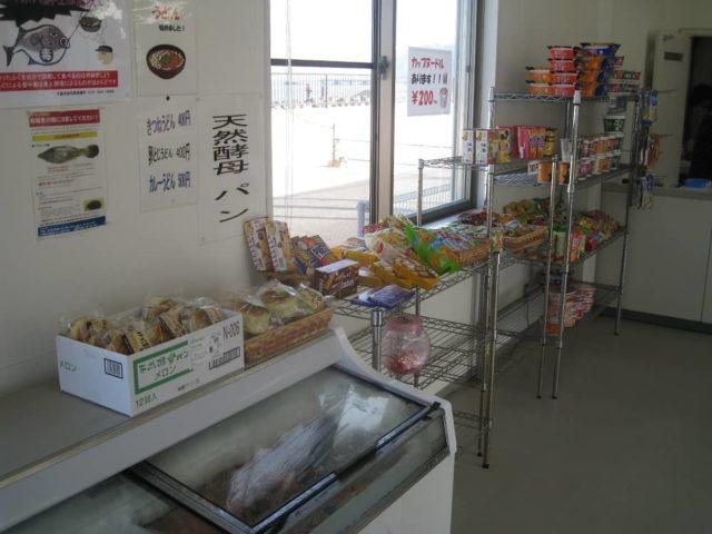 小島漁港内の売店