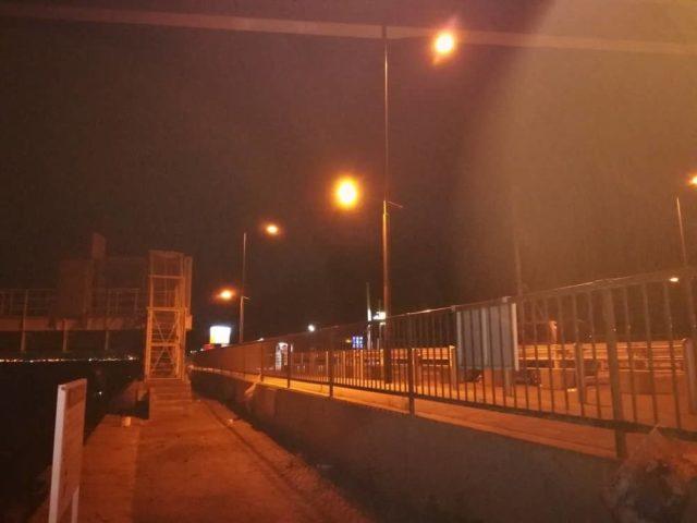 夢舞大橋下の常夜灯(照明)