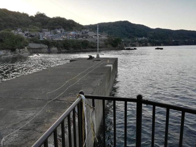 間人城島公園の小波止の様子