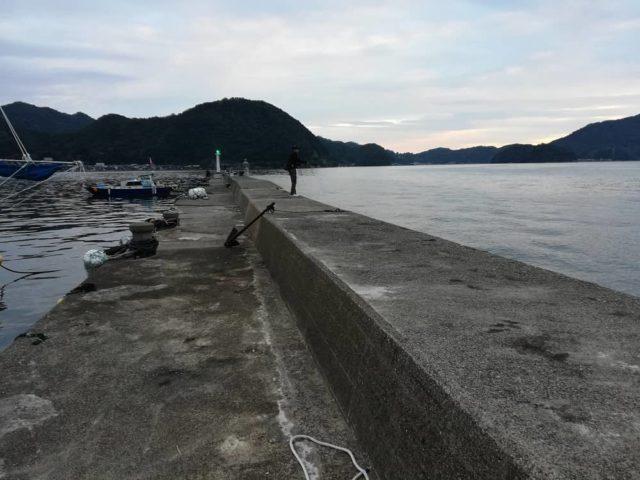 養老漁港の波止北向き