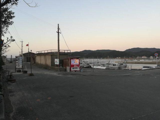 加太大波止への入口(駐車場前から撮影)
