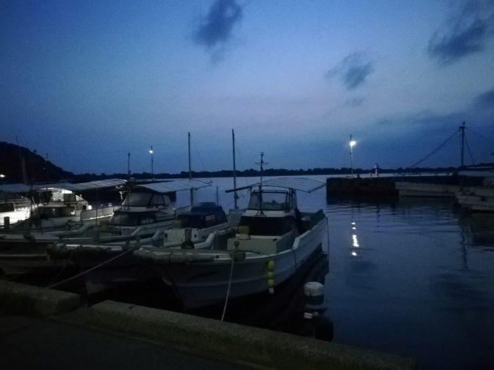 出発前の由良漁港