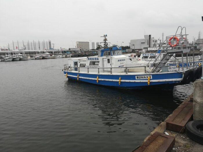 岸和田一文字へは岸和田渡船を利用