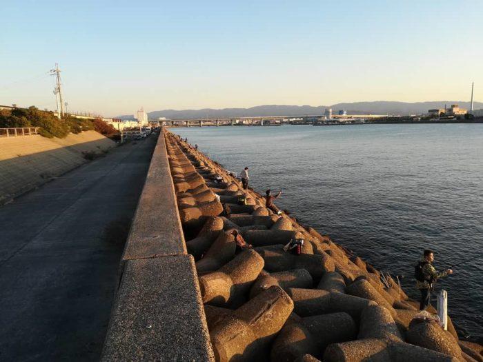 大津川尻にあるテトラ帯(汐見側)