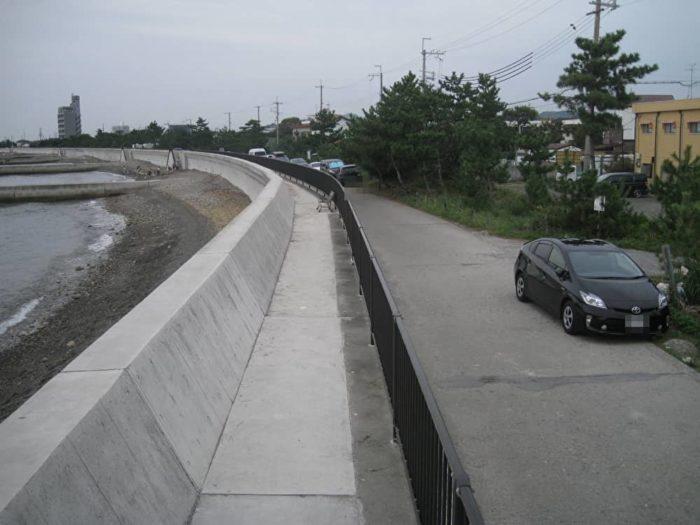 長松海岸防波堤前の駐車スポット