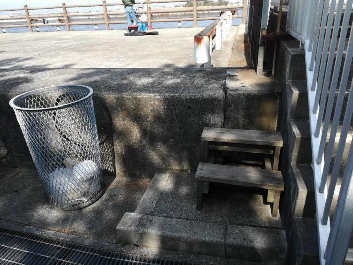 釣りテラスに上がる階段