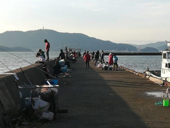 どんどん混雑する白杉漁港