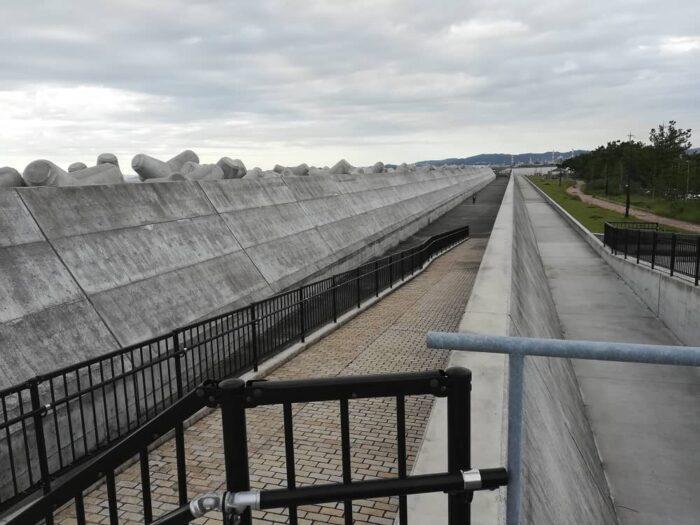 水軒の2重になった堤防の間の通路