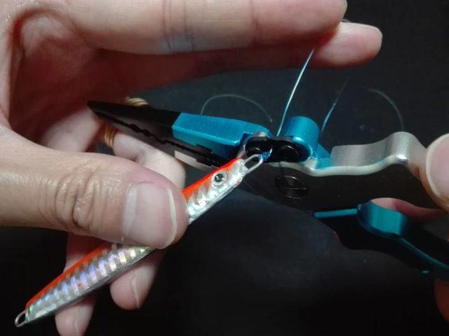 パロマーノット-端糸をカットする-