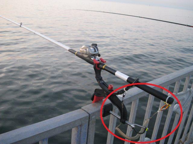 胴突き仕掛けのタックルに釣り付けた尻手ロープ