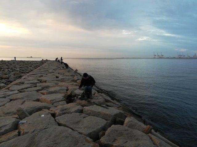 今日の釣り座【西側石畳の先端付近】