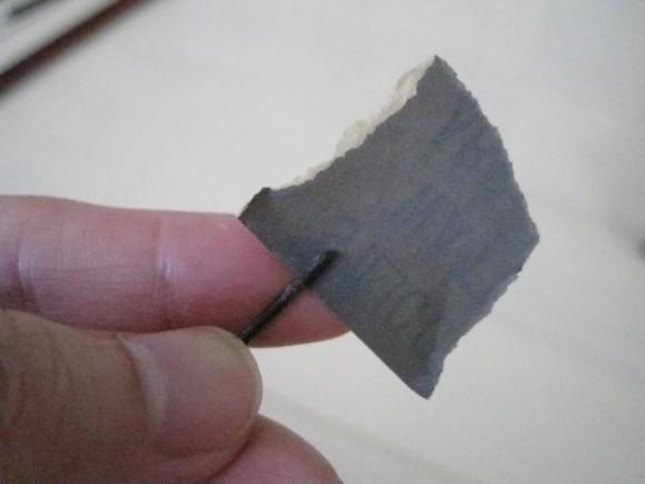 紙ヤスリで磨く