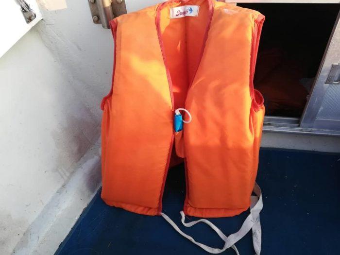 定番のウレタン浮力材が入ったライフジャケット