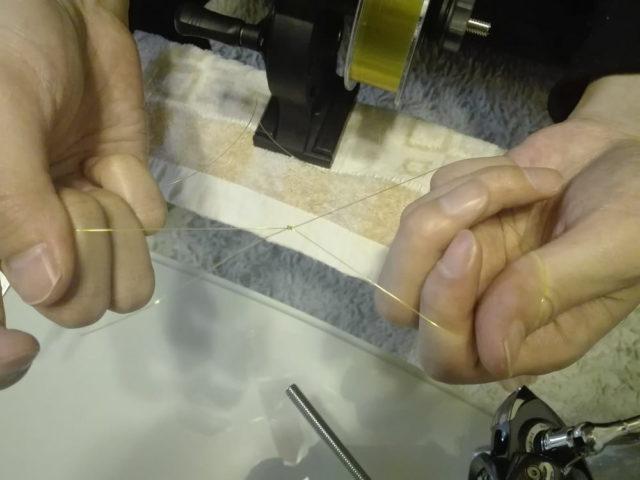 ユニノットで端糸をリールにセット
