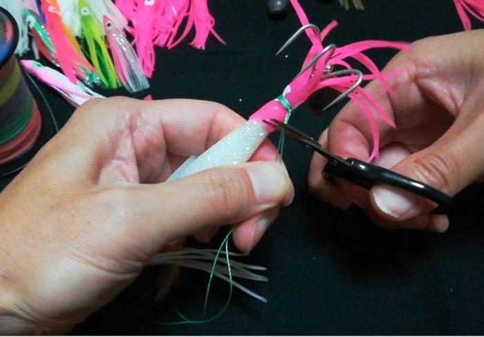端糸をカットすれば尻尾部分も完成