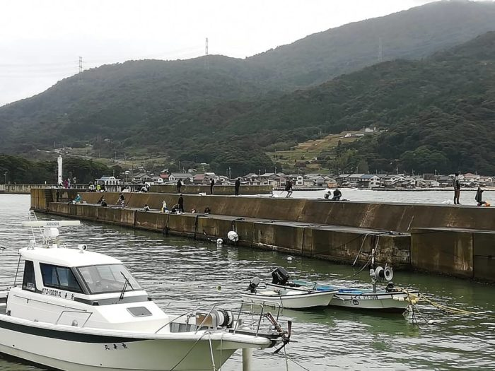 台風翌日の堤防 釣り人は集まるも・・・